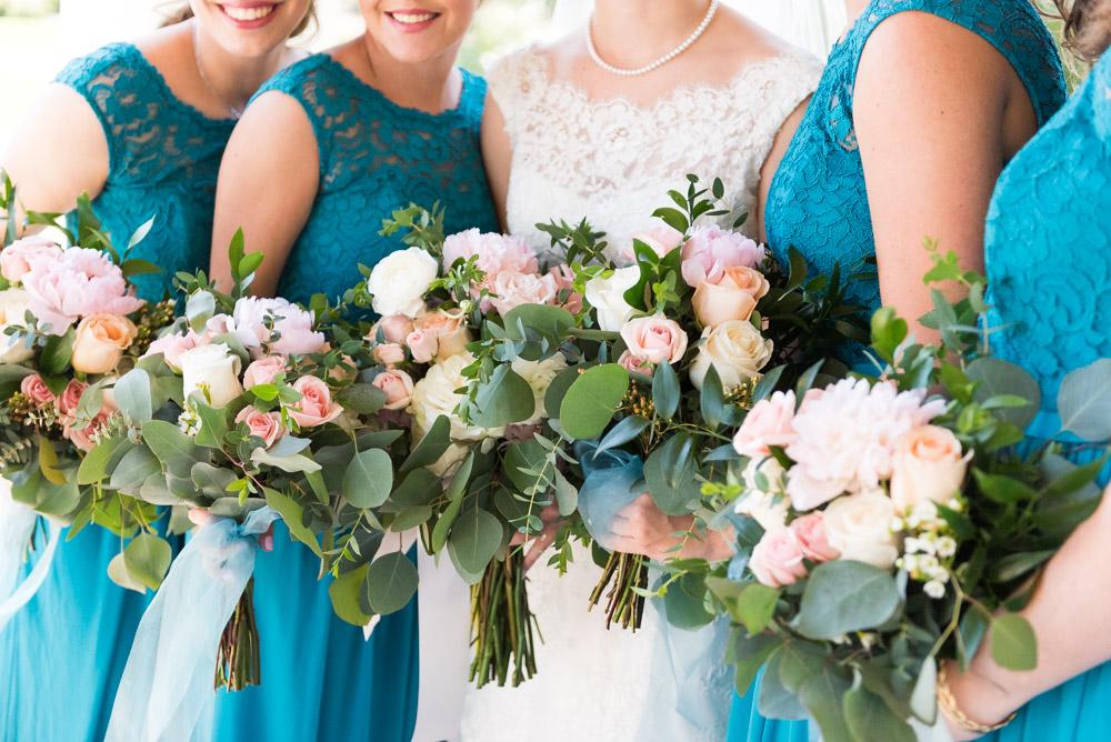 tuscaloosa alabama photographer bridesmaids holding flowers